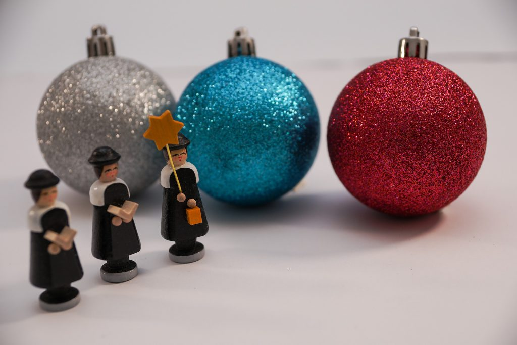Figures depicting the Puritans and the relationship to Christmas